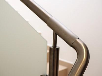 Picture of Tabliczki metalowe gięte na poręcz z brajlem